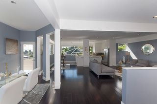 Photo 3: 2418 NELSON Avenue in West Vancouver: Dundarave House for sale : MLS®# R2397478