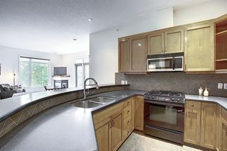 Photo 15: 2406 24 HEMLOCK Crescent SW in Calgary: Spruce Cliff Apartment for sale : MLS®# A1037328