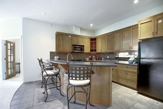 Photo 11: 2406 24 HEMLOCK Crescent SW in Calgary: Spruce Cliff Apartment for sale : MLS®# A1037328