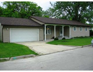 Photo 1: 378 ST GEORGE Road in WINNIPEG: St Vital Residential for sale (South East Winnipeg)  : MLS®# 2810955