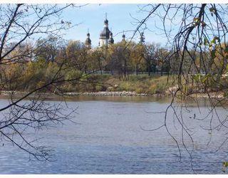 Photo 4: 270 GLENWOOD Crescent in WINNIPEG: East Kildonan Residential for sale (North East Winnipeg)  : MLS®# 2819949