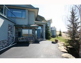 Photo 3: 48 Slopeview Drive SW in CALGARY: The Slopes Residential Detached Single Family for sale (Calgary)  : MLS®# C3376319
