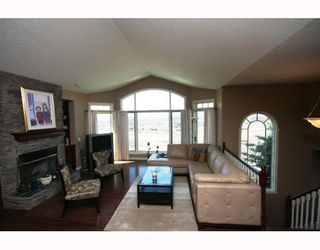 Photo 5: 48 Slopeview Drive SW in CALGARY: The Slopes Residential Detached Single Family for sale (Calgary)  : MLS®# C3376319