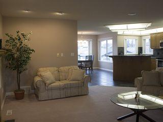 Photo 3: 2038 TOWNE CENTRE Boulevard in Edmonton: Zone 14 House for sale : MLS®# E4174498