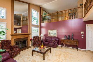Photo 3: 1069 109 Street in Edmonton: Zone 16 House Half Duplex for sale : MLS®# E4208480