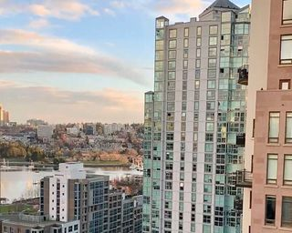 "Photo 11: 1602 1238 RICHARDS Street in Vancouver: Yaletown Condo for sale in ""The Metropolis"" (Vancouver West)  : MLS®# R2517666"