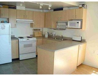 """Photo 3: 121 W 15TH Street in North Vancouver: Central Lonsdale Condo for sale in """"THE ALEGRIA"""" : MLS®# V601911"""