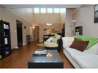 Photo 8: 35 3049 Brittany Drive in VICTORIA: Co Sun Ridge Townhouse for sale (Colwood)  : MLS®# 342860