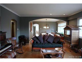 Photo 1: 5010 Santa Clara Ave in VICTORIA: SE Cordova Bay Single Family Detached for sale (Saanich East)  : MLS®# 683806