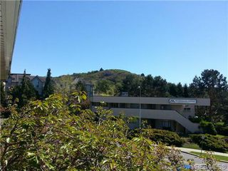 Photo 3: 220 1680 Poplar Ave in VICTORIA: SE Mt Tolmie Condo for sale (Saanich East)  : MLS®# 689793