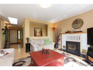 Photo 5: 2637 Tanner Rd in VICTORIA: CS Martindale House for sale (Central Saanich)  : MLS®# 701814
