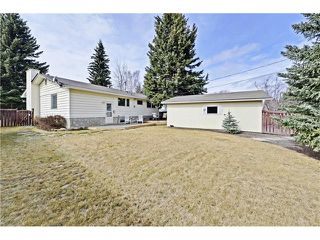 Photo 16: 6628 LETHBRIDGE Crescent SW in Calgary: Lakeview House for sale : MLS®# C4055225