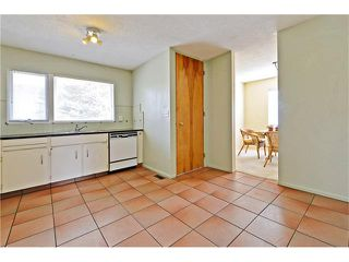 Photo 6: 6628 LETHBRIDGE Crescent SW in Calgary: Lakeview House for sale : MLS®# C4055225