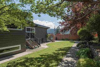 "Photo 7: 665 BEACHVIEW Drive in North Vancouver: Dollarton House for sale in ""DOLLARTON"" : MLS®# R2072666"