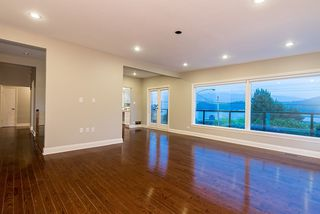 "Photo 10: 665 BEACHVIEW Drive in North Vancouver: Dollarton House for sale in ""DOLLARTON"" : MLS®# R2072666"