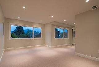 "Photo 18: 665 BEACHVIEW Drive in North Vancouver: Dollarton House for sale in ""DOLLARTON"" : MLS®# R2072666"