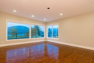 "Photo 9: 665 BEACHVIEW Drive in North Vancouver: Dollarton House for sale in ""DOLLARTON"" : MLS®# R2072666"