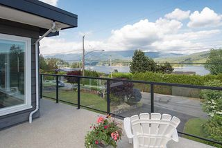"Photo 1: 665 BEACHVIEW Drive in North Vancouver: Dollarton House for sale in ""DOLLARTON"" : MLS®# R2072666"