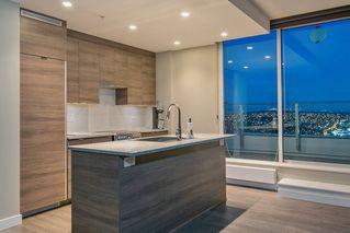 """Photo 4: 3701 488 SW MARINE Drive in Vancouver: Marpole Condo for sale in """"MARINE GATEWAY - NORTH TOWER"""" (Vancouver West)  : MLS®# R2102547"""