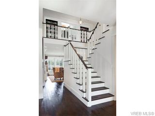 Photo 3: 2067 Hedgestone Lane in VICTORIA: La Bear Mountain Single Family Detached for sale (Langford)  : MLS®# 371659