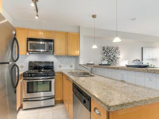 "Photo 3: 301 3637 W 17TH Avenue in Vancouver: Dunbar Condo for sale in ""HIGHBURY HOUSE"" (Vancouver West)  : MLS®# R2131522"