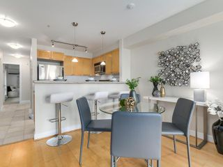 """Photo 10: 301 3637 W 17TH Avenue in Vancouver: Dunbar Condo for sale in """"HIGHBURY HOUSE"""" (Vancouver West)  : MLS®# R2131522"""