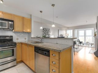 "Photo 2: 301 3637 W 17TH Avenue in Vancouver: Dunbar Condo for sale in ""HIGHBURY HOUSE"" (Vancouver West)  : MLS®# R2131522"