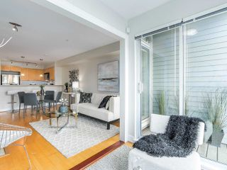 "Photo 7: 301 3637 W 17TH Avenue in Vancouver: Dunbar Condo for sale in ""HIGHBURY HOUSE"" (Vancouver West)  : MLS®# R2131522"