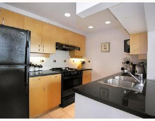 Photo 4: 2808 198 AQUARIUS Mews in Vancouver: Home for sale : MLS®# V725703