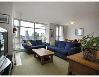 Photo 2: 2808 198 AQUARIUS Mews in Vancouver: Home for sale : MLS®# V725703
