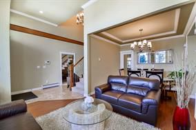 Photo 2: 14732 71a in Surrey: House for sale : MLS®# R2174528