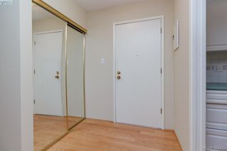 Photo 3: 204 1050 Park Boulevard in VICTORIA: Vi Fairfield West Condo Apartment for sale (Victoria)  : MLS®# 382455