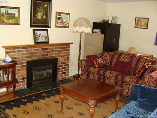 Photo 2: 729 Porter Rd in VICTORIA: Es Old Esquimalt Half Duplex for sale (Esquimalt)  : MLS®# 769529