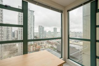 "Photo 10: 1606 939 HOMER Street in Vancouver: Yaletown Condo for sale in ""PINNACLE"" (Vancouver West)  : MLS®# R2253359"