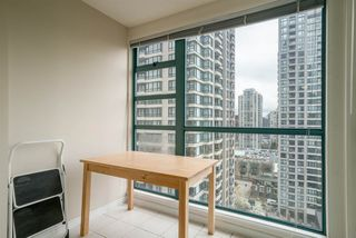 "Photo 9: 1606 939 HOMER Street in Vancouver: Yaletown Condo for sale in ""PINNACLE"" (Vancouver West)  : MLS®# R2253359"