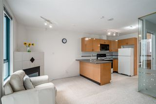 "Photo 3: 1606 939 HOMER Street in Vancouver: Yaletown Condo for sale in ""PINNACLE"" (Vancouver West)  : MLS®# R2253359"