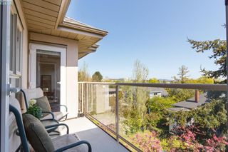 Photo 2: 402 1715 Richmond Road in VICTORIA: Vi Jubilee Condo Apartment for sale (Victoria)  : MLS®# 390708