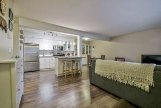 """Photo 3: 1008 10620 150 Street in Surrey: Guildford Condo for sale in """"LINCOLN'S GATE"""" (North Surrey)  : MLS®# R2308067"""