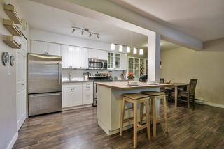 """Photo 1: 1008 10620 150 Street in Surrey: Guildford Condo for sale in """"LINCOLN'S GATE"""" (North Surrey)  : MLS®# R2308067"""