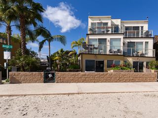 Main Photo: MISSION BEACH Townhome for sale : 3 bedrooms : 2774 Bayside Walk #1 in San Diego