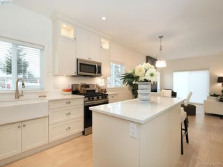 Photo 10: 290 Cadillac Avenue in VICTORIA: SW Tillicum Single Family Detached for sale (Saanich West)  : MLS®# 406062