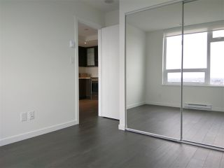 """Photo 3: 3106 5665 BOUNDARY Road in Vancouver: Collingwood VE Condo for sale in """"Wall Centre Central Park"""" (Vancouver East)  : MLS®# R2352830"""