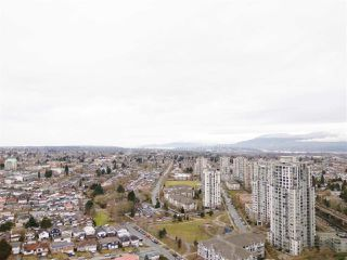 "Photo 7: 3106 5665 BOUNDARY Road in Vancouver: Collingwood VE Condo for sale in ""Wall Centre Central Park"" (Vancouver East)  : MLS®# R2352830"
