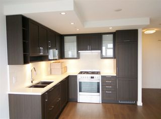 """Photo 1: 3106 5665 BOUNDARY Road in Vancouver: Collingwood VE Condo for sale in """"Wall Centre Central Park"""" (Vancouver East)  : MLS®# R2352830"""