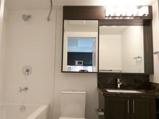"""Photo 4: 3106 5665 BOUNDARY Road in Vancouver: Collingwood VE Condo for sale in """"Wall Centre Central Park"""" (Vancouver East)  : MLS®# R2352830"""