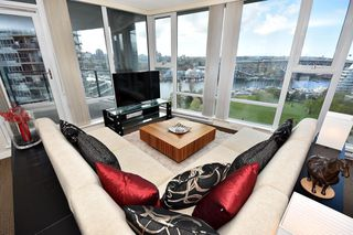 "Photo 8: 1203 455 BEACH Crescent in Vancouver: Yaletown Condo for sale in ""PARK WEST ONE"" (Vancouver West)  : MLS®# R2362435"