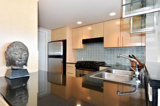 "Photo 12: 1203 455 BEACH Crescent in Vancouver: Yaletown Condo for sale in ""PARK WEST ONE"" (Vancouver West)  : MLS®# R2362435"