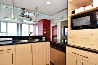 "Photo 14: 1203 455 BEACH Crescent in Vancouver: Yaletown Condo for sale in ""PARK WEST ONE"" (Vancouver West)  : MLS®# R2362435"
