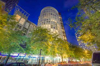 "Photo 1: 404 933 SEYMOUR Street in Vancouver: Downtown VW Condo for sale in ""THE SPOT"" (Vancouver West)  : MLS®# R2374905"