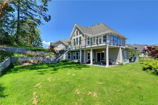 Photo 2: 1241 Rockhampton Close in VICTORIA: La Bear Mountain Single Family Detached for sale (Langford)  : MLS®# 411675